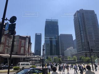 東京駅とオフィスビルの写真・画像素材[2267132]