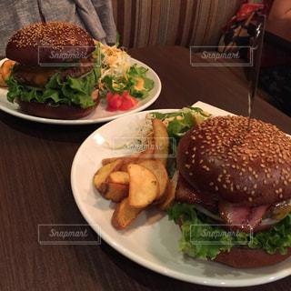 ランチで食べたハンバーガーの写真・画像素材[1167070]