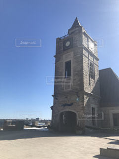 大きい石造りの時計塔のある建物の写真・画像素材[1177120]