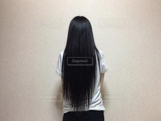 黒の t シャツの女性の写真・画像素材[1339346]