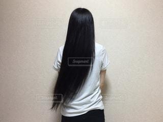 白いシャツの女の写真・画像素材[1339348]