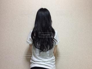 黒の t シャツの女性の写真・画像素材[1339351]