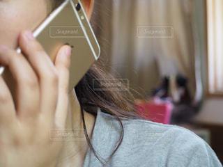 電話をかける女性の写真・画像素材[1174100]