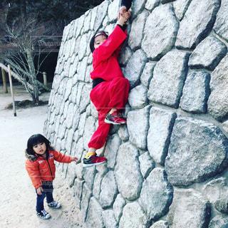 赤い忍者と石垣の写真・画像素材[2184516]