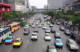 タイ バンコクの大通り大渋滞の写真・画像素材[1172399]