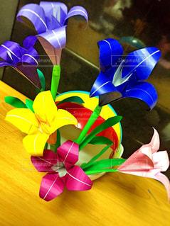 折り紙で作った花の写真・画像素材[1204183]