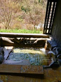 吹き出す温泉の湯の写真・画像素材[1213565]