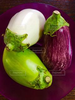 大きな茄子の写真・画像素材[1215980]