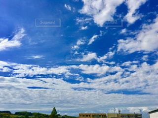 青い空に白い雲の写真・画像素材[1375981]