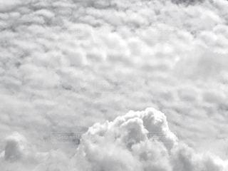 空には雲のグループの写真・画像素材[1381852]