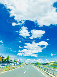 空には雲のグループの写真・画像素材[1407588]