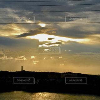 水の体に沈む夕太陽が出てくるよー❤️の写真・画像素材[1440358]