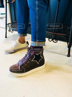 白とグレーの靴の写真・画像素材[1456206]
