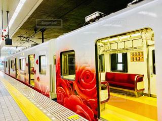 薔薇模様の電車の写真・画像素材[1713768]