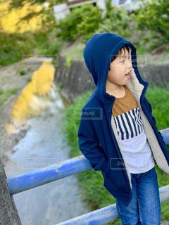 橋の上での写真・画像素材[2096837]