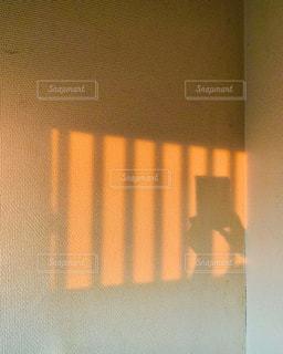 夕陽で作った影の写真・画像素材[2117593]