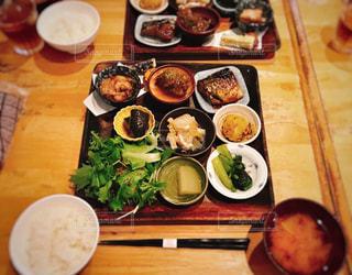 オーガニックな小鉢料理の写真・画像素材[1170493]