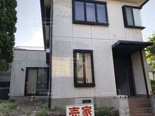 建物の側面にある記号の写真・画像素材[1171445]