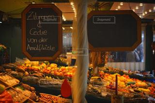 新鮮な食材たっぷりの町のマーケット - No.1171646