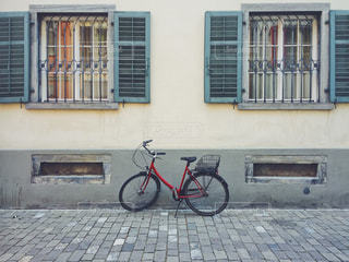 窓と自転車 - No.1171737