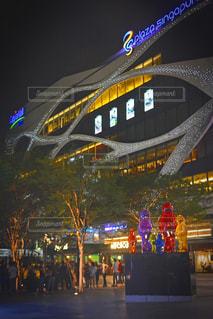 シンガポールのショッピングモール前の広場の写真・画像素材[1172696]