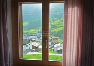 大きな窓の景色 - No.1173548