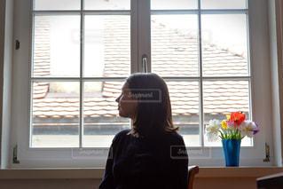 窓際にて春の気配の写真・画像素材[1174945]