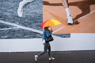 ストリートスナップとカラフルな傘の写真・画像素材[1453349]
