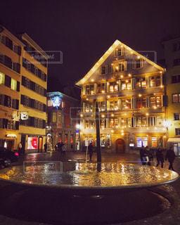ネオンが綺麗な夜のチューリッヒの写真・画像素材[1502964]