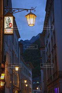 夜の町を散策の写真・画像素材[1564690]