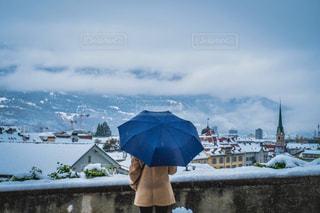 冬景色の町を丘の上からの写真・画像素材[1584088]