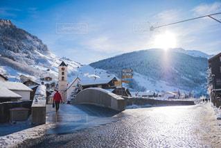 雪景色のスイスの村の写真・画像素材[1691530]