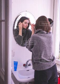 朝の洗顔タイムの写真・画像素材[1749746]