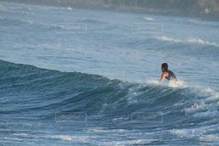 サーフィン@ロンボク島の写真・画像素材[1174672]