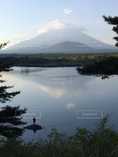 逆さ富士&逆さ釣り人の写真・画像素材[1171882]
