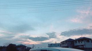 夕日が雲で隠れてるの写真・画像素材[1172530]