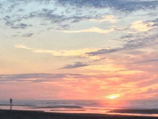 朝焼けと海の写真・画像素材[1210861]