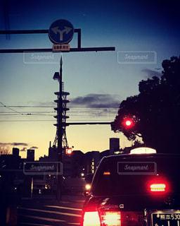 夜の交通信号の写真・画像素材[1175597]