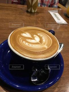テーブルの上のコーヒー カップの写真・画像素材[1177669]