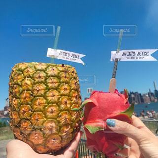 パイナップルジュースとドラゴンフルーツの写真・画像素材[1323735]