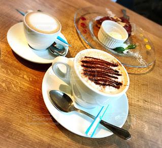 食品とコーヒーのカップのプレートの写真・画像素材[1184494]