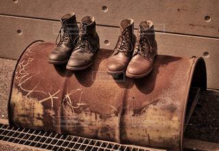 近くにいくつかの靴のアップの写真・画像素材[1316688]
