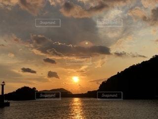 沈む夕日の写真・画像素材[1180207]