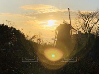 夕暮れ時の都市の景色の写真・画像素材[1180748]
