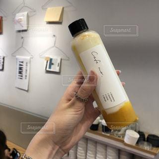 ボトルのマンゴーヨーグルトの写真・画像素材[1252710]