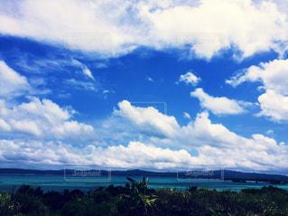 青い空と青い海の写真・画像素材[1181171]