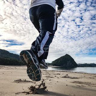 ビーチを走るの写真・画像素材[1196454]