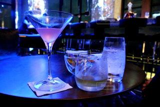 素敵なバーでのお酒の写真・画像素材[1187416]
