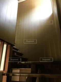 階段から感じる光2の写真・画像素材[1182126]