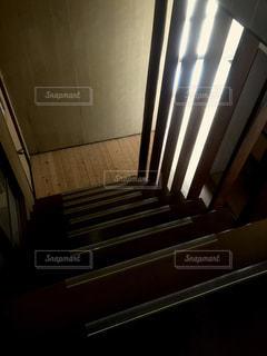 階段から感じる光1の写真・画像素材[1182127]